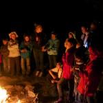 Autour du feu pour une soirée traditionnelle